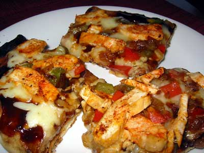 Grilled pizza w/grilled chicken and bbq sauce